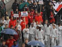 Einzug von 2500 Kindern, ihren 700 Betreuern und Trainern und 2500 Fans in Kirchberg