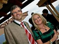 Bürgermeister Klaus Winkler unter fachkundiger Begleitung seiner Frau irmgard