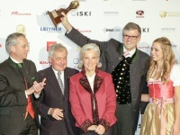v.l.: Gerhard Walter, Dr. Josef Burger, Signe Reisch, Dr. Klaus Winkler, Iana (A-ROSA); Foto: Kitzbühel Tourismus