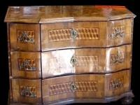 Gefälschte Barocktruhe unter Verwendung weniger original Restfagmente