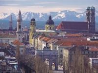 Es riecht nach Schnee und man sieht sie gut von München aus, die Tiroler Berge. KitzSki ruft.